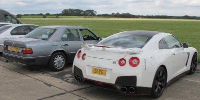 300D and R35GTR.JPG
