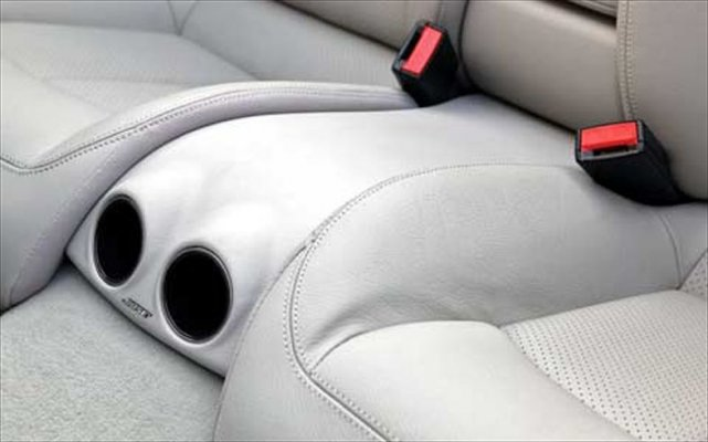 Mercedes_Benz_CLK320+Interior_Bose_Rear_Seat_Subwoofer.jpg